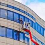 Få hjælp til ruderne hos professionel vinduespudser i Roskilde